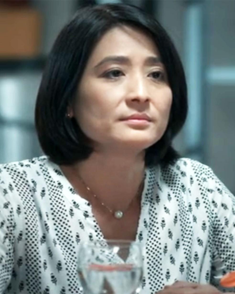 Mitsuko (Lina Agifu) conversa com Malu (Daniela Galli) em 'Malhação - Viva a Diferença' — Foto: Globo