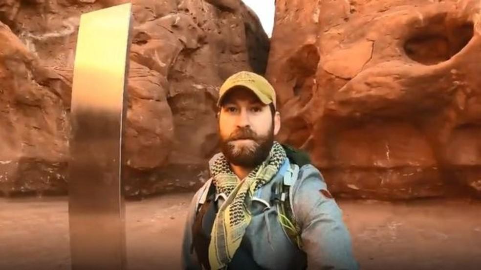 Após um usuário do Reddit postar suposta localização do monolito, David Surber pegou o carro na madrugada e foi para o meio do deserto — Foto: David Surber/Arquivo Pessoal/BBC
