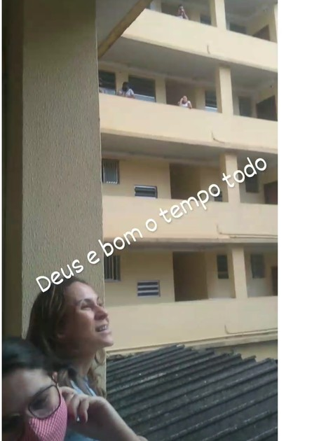 Vizinhos comemoram a volta de Lucas Penteado (Foto: Reprodução)