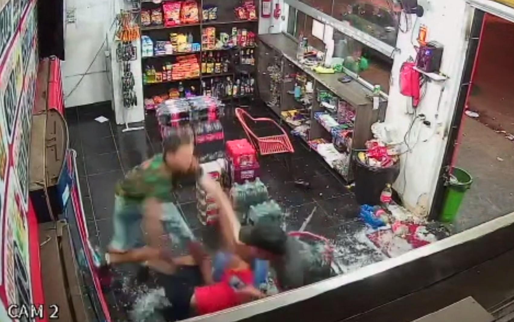 Polícia identifica suspeito de esfaquear irmãos que se recusaram a passar R$ 0,50 no cartão em distribuidora
