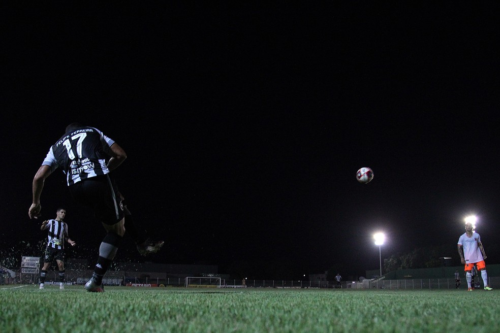 Felipe buscou jogo e foi o cara das bolas paradas — Foto: Vitor Silva/Botafogo