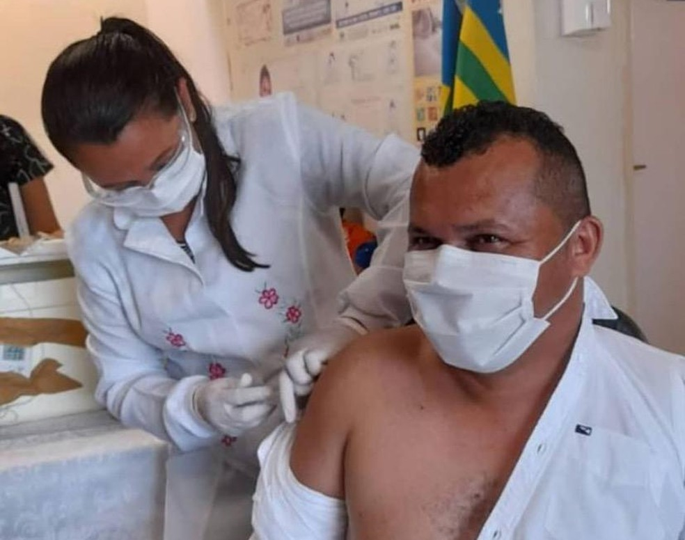 Prefeito de Guaribas é vacinado contra a Covid — Foto: Reprodução