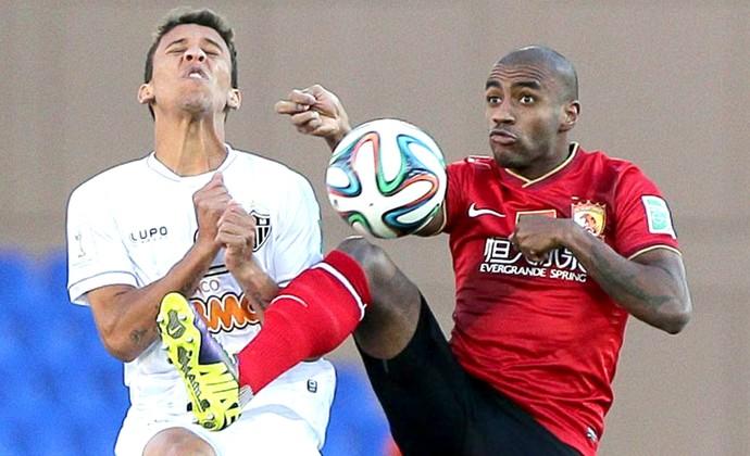 Marcos Rocha e Muriqui jogo Atlético-MG contra Guangzhou Evergrande (Foto: EFE)