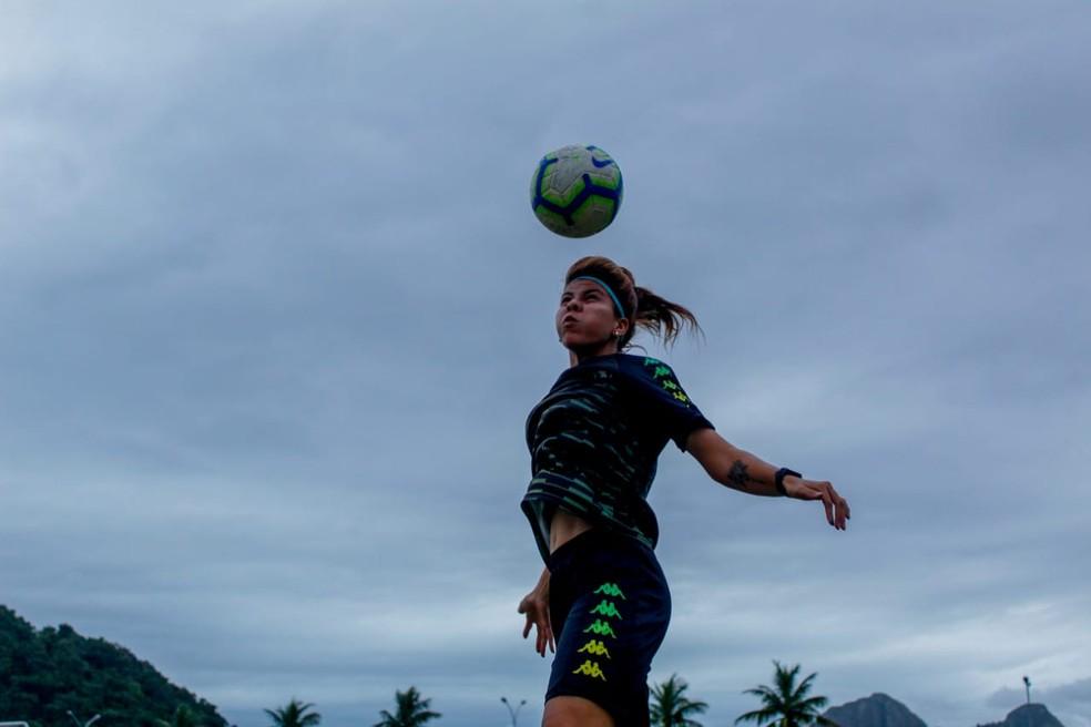 Amanda acredita em valorização do futebol feminino nos próximos anos — Foto: Talita Giudice/Botafogo