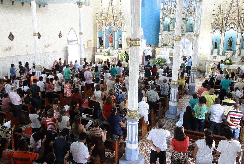 Missa na Igreja Nossa Senhora do Carmo, em São Luís — Foto: Flora Dolores / O Estado