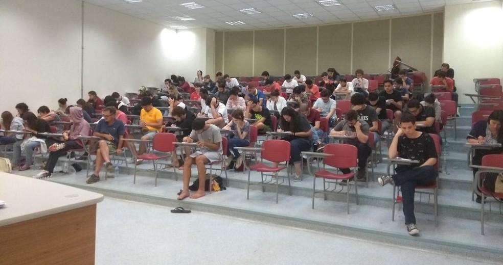 Candidatos ao vestibular da Unicamp 2018 fazem a prova em Campinas — Foto: Priscilla Geremias/G1