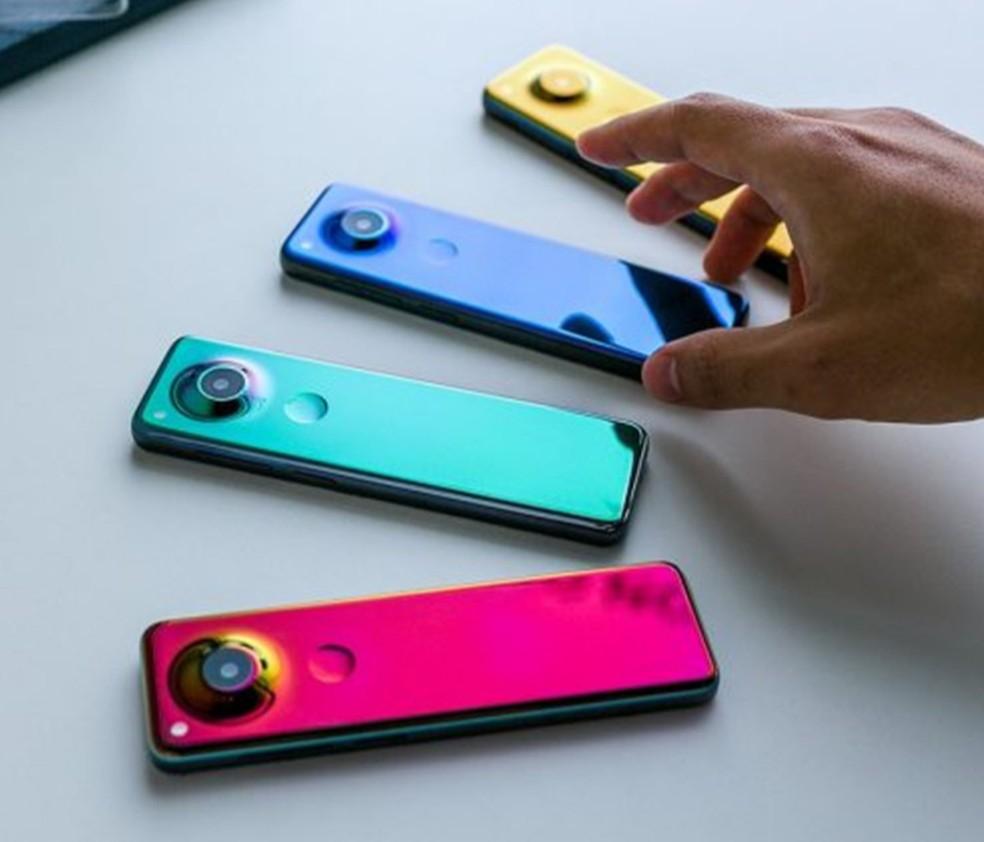 Smartphone da Essential muda de cor dependendo do ângulo — Foto: Reprodução