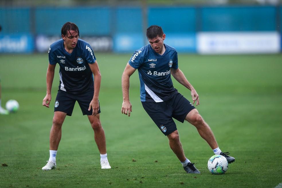 Geromel e Kannemann em treino do Grêmio — Foto: Lucas Uebel/Grêmio
