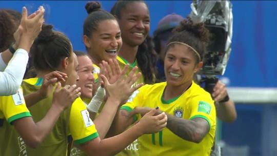 Cristiane marca três gols e Brasil vence na estreia da Copa do Mundo feminina