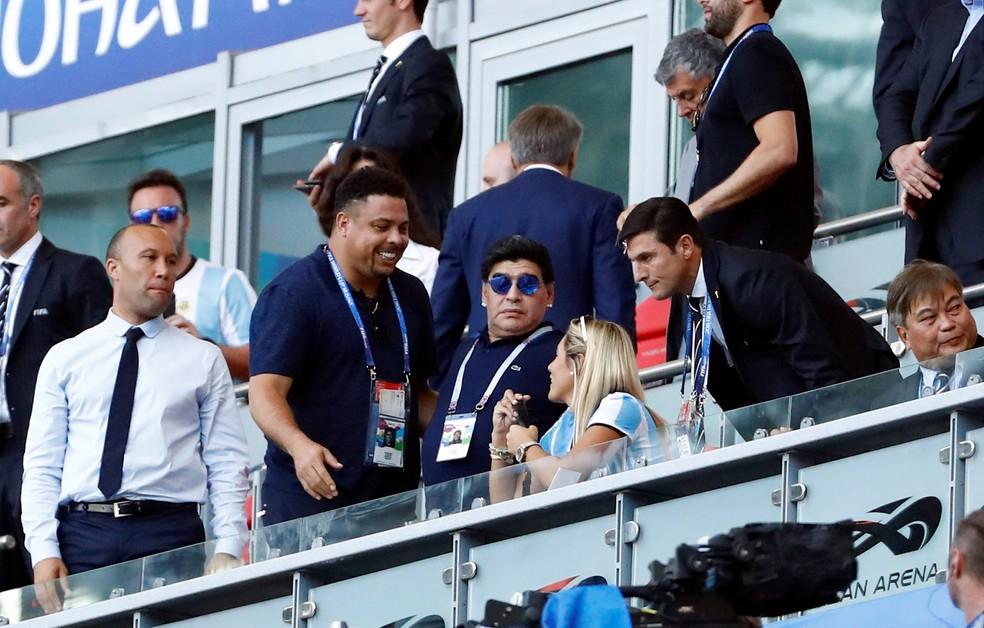 Ronaldo ri ao final da partida entre Argentina e França enquanto Maradona fecha a cara (Foto: REUTERS/Michael Dalder)
