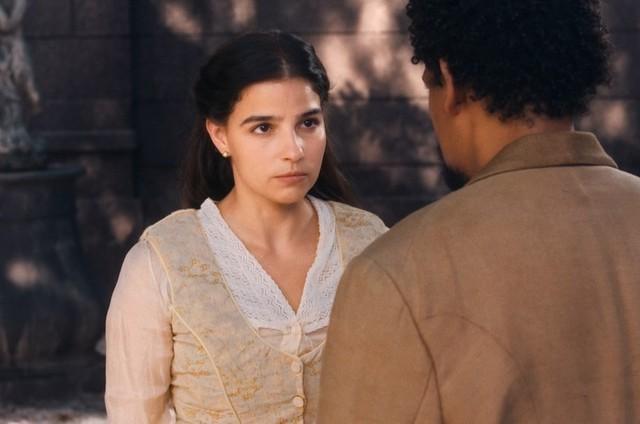 Gabriela Medvedovski e Michel Gomes em cena como Pilar e Samuel em 'Nos tempos do Imperador' (Foto: Globo)