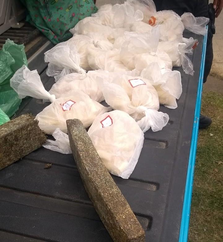 Polícia encontra 3 kg de drogas em terreno baldio em Três Rios