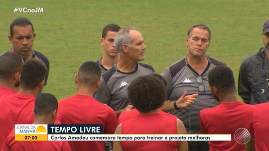Com tempo livre para treinos, técnico do Vitória investe em treinos detalhados