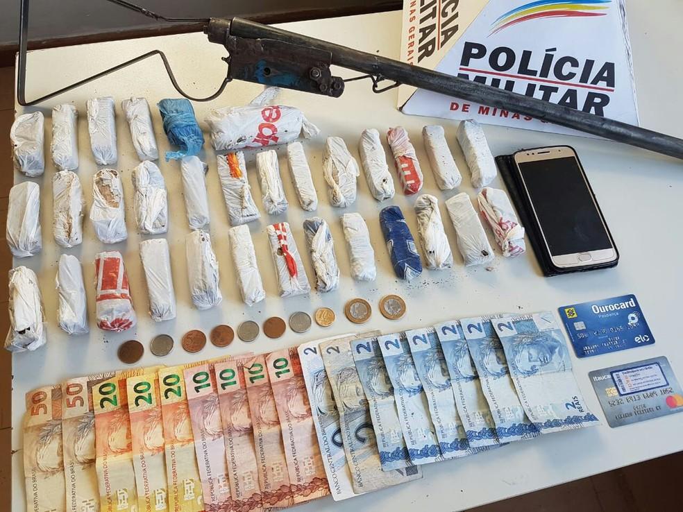 Materiais apreendidos foram encaminhados para a delegacia de Araxá — Foto: Polícia Militar/Divulgação