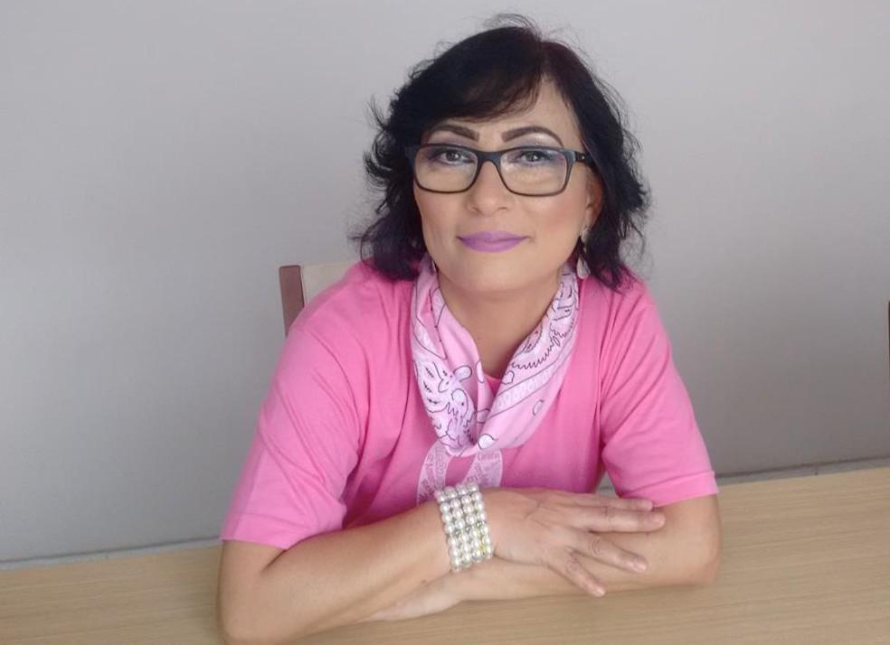 Débora Oliveira teve dificuldade para obter benefícios em serviços públicos — Foto: Daniel Gois