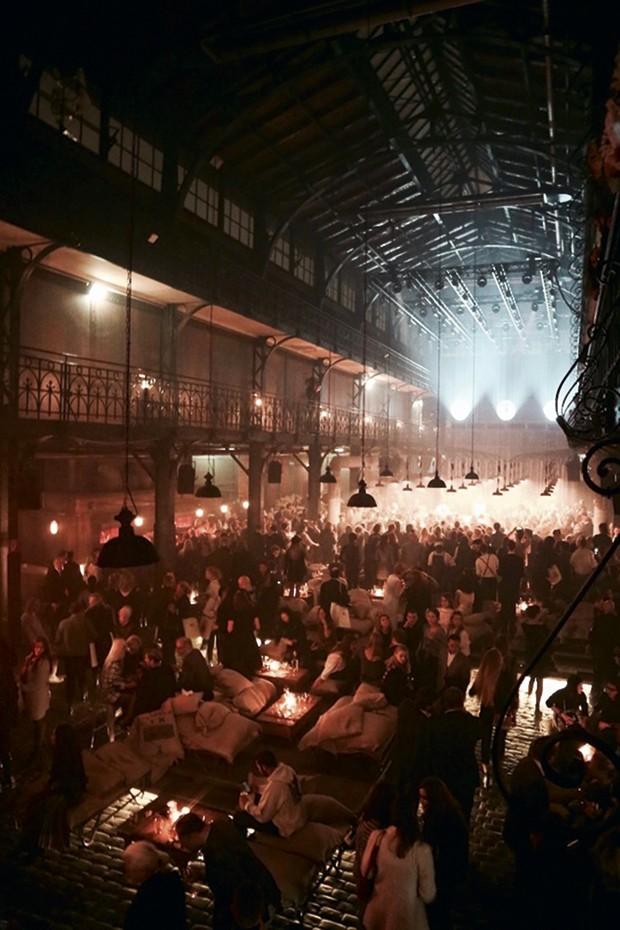 Festa pós-desfile da coleção Métiers d'Art da Chanel, em um píer de Hamburgo  (Foto: Divulgação)