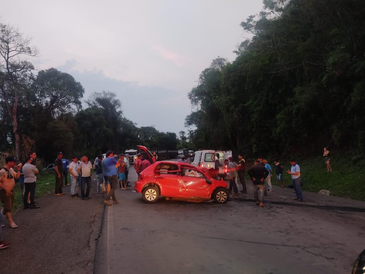 Três pessoas morrem e uma fica ferida em batida entre carro e caminhão, em Nova Tebas