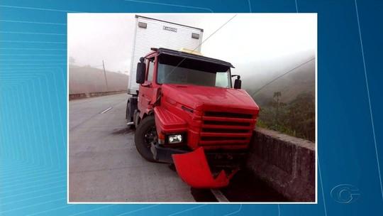 Passageiro morre atropelado ao tentar se livrar de acidente com carreta na BR-101, em Teotônio Vilela