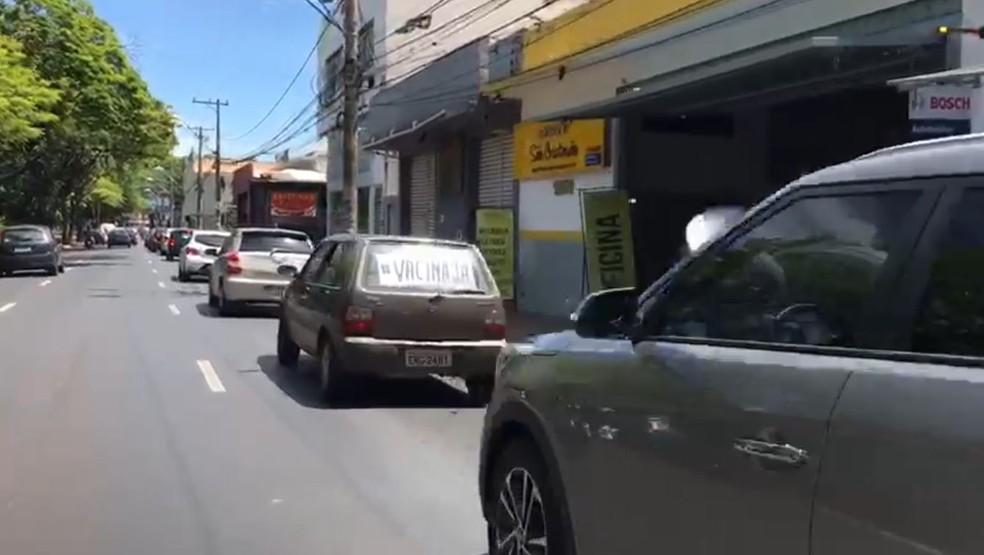 Carreata a favor da vacina é registrada em Ribeirão Preto — Foto: Weber Sian/ACidade ON