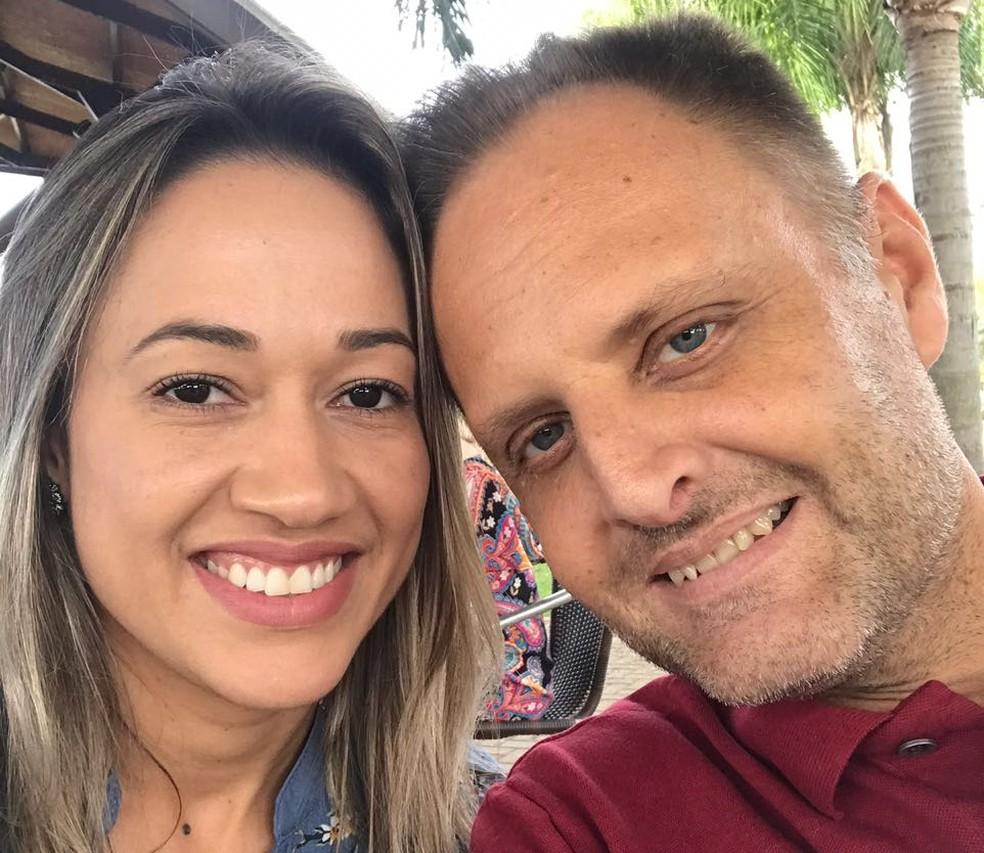 Claus e Amanda são casados; foi a mulher que encontrou Beth e falou sobre a necessidade de transplante de rim — Foto: Arquivo pessoal