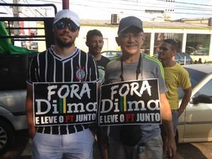 Pai e filho manifestaram juntos (Foto: Ísis Capistrano/ G1)