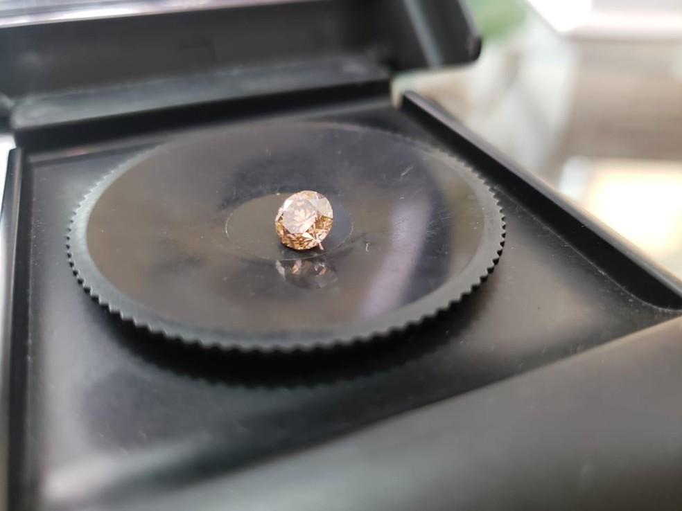 Diamante apreendido durante investigações da Operação Crassa em Rondônia — Foto: PF/Divulgação