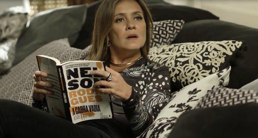 Laureta fica deslumbrada com a fortuna oferecida pelo empresário (Foto: TV Globo)