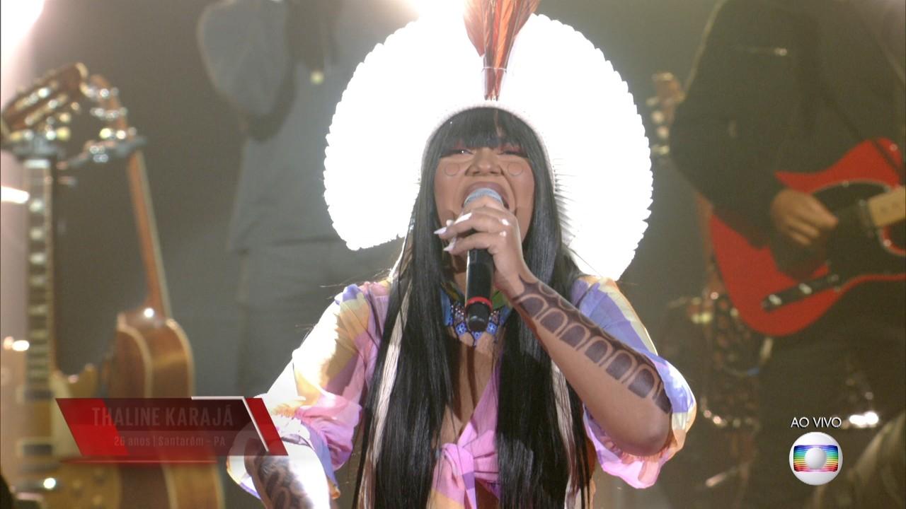 Thaline Karajá canta 'O Canto Da Cidade' na Rodada de Fogo