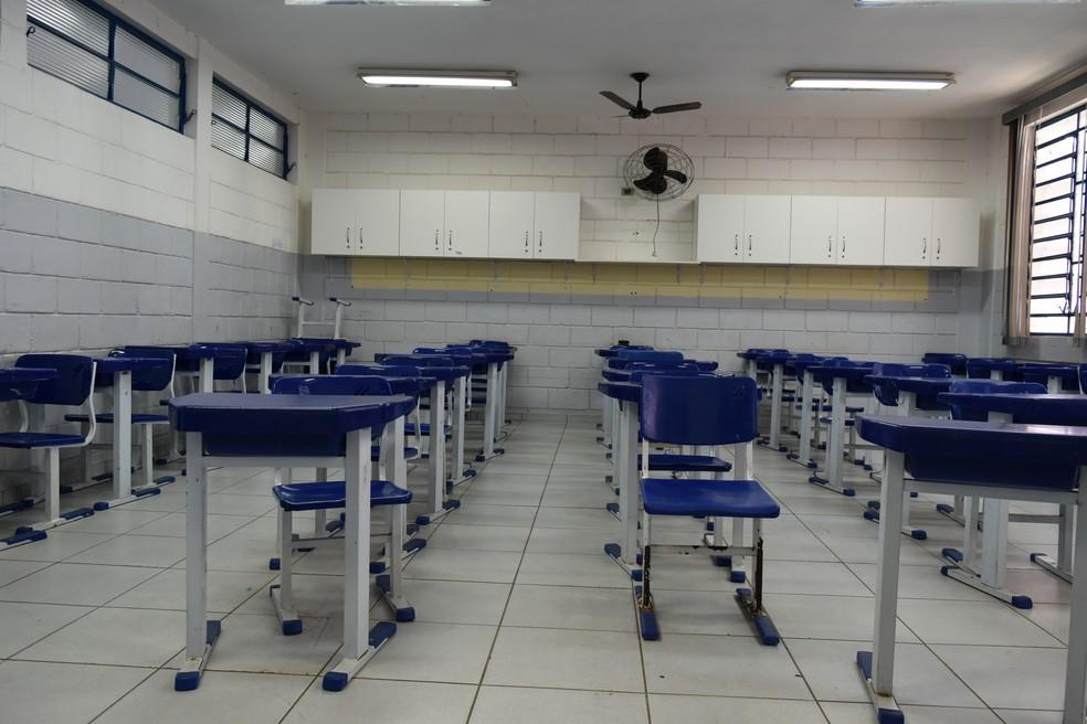 Cai o número de estudantes matriculados no ensino médio — Foto: Arthur Menicucci/G1