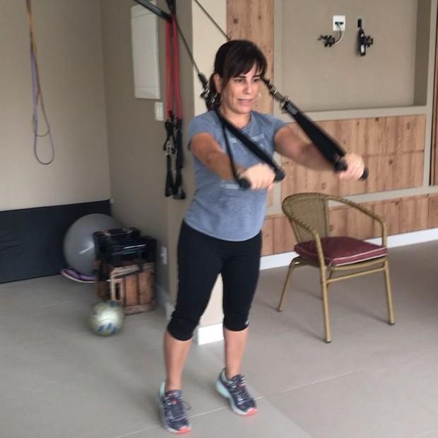 Aos 54 anos, Gloria Pires mostra força no treino e ganha elogio do personal (Foto: Reprodução/Instagram)
