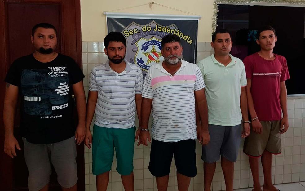 Da esquerda para direita os suspeitos de matar PM na Bahia são Cosme, Rogério, Gelson, Bruno e Carlos Daniel (Foto: Divulgação/Polícia Civil)