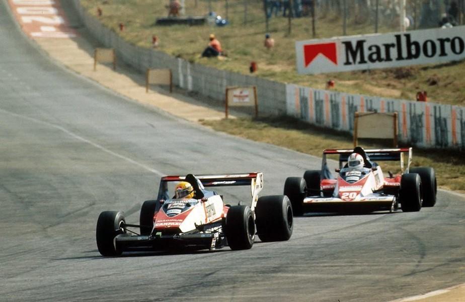 Ayrton Senna fez primeiro ponto na Fórmula 1 há 35 anos mesmo com bico quebrado e muitas dores