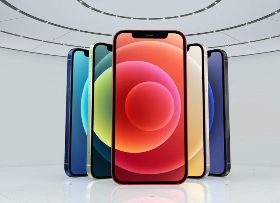 Novos celulares da Apple devem ser parecidos com o iPhone 12 (foto). — Foto: Reprodução/Apple