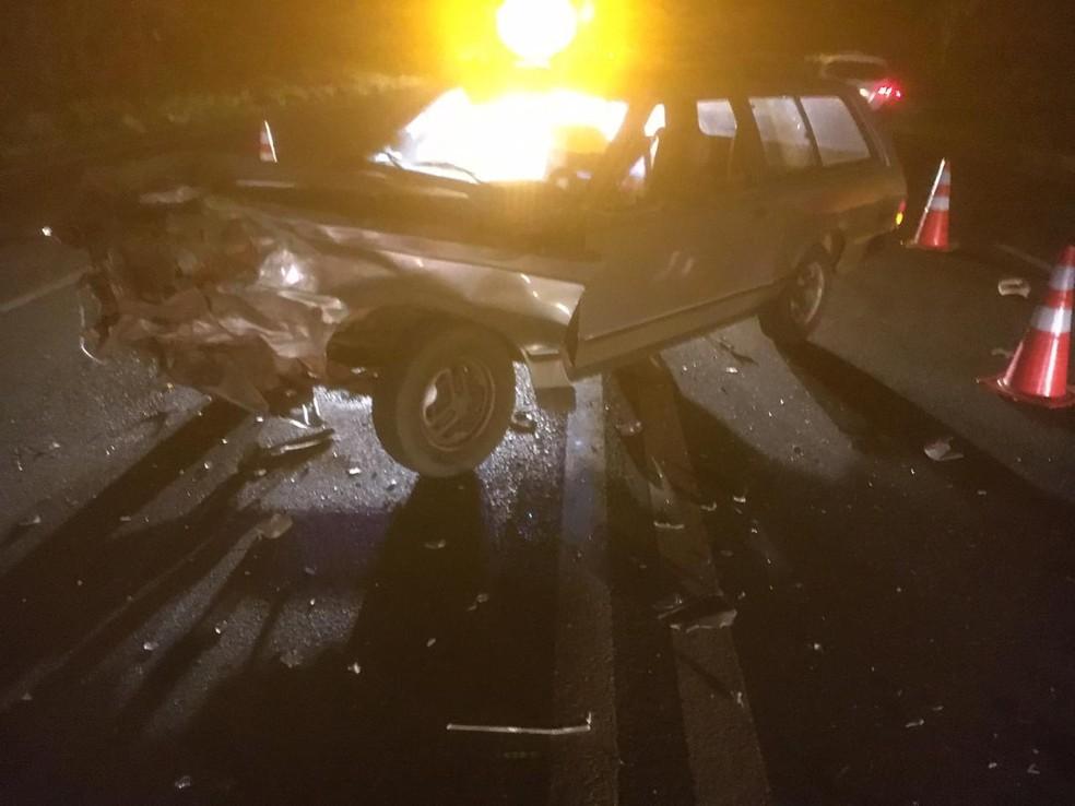 Acidente foi na noite de sábado em Quintana e o motorista que causou a batida fugiu  — Foto: Arquivo pessoal