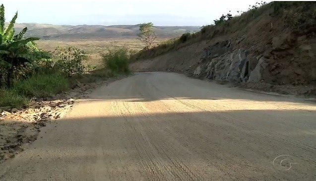 Obra de pavimentação do acesso a Serra da Barriga, em União dos Palmares, AL, está atrasada há quatro meses - Radio Evangelho Gospel