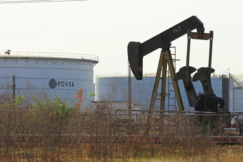 Equipamentos com logo da PDVSA, empresa estatal venezuelana de produção de petróleo, em imagem registrada em Lagunillas, Venezuela.  — Foto: Isaac Urrutia/Reuters/Foto de arquivo