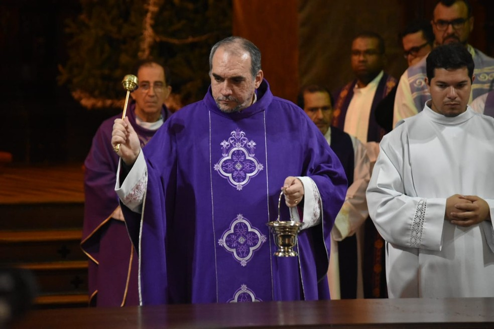 Missa marca reabertura da Catedral de Campinas após tragédia — Foto: Fernando Evans / G1
