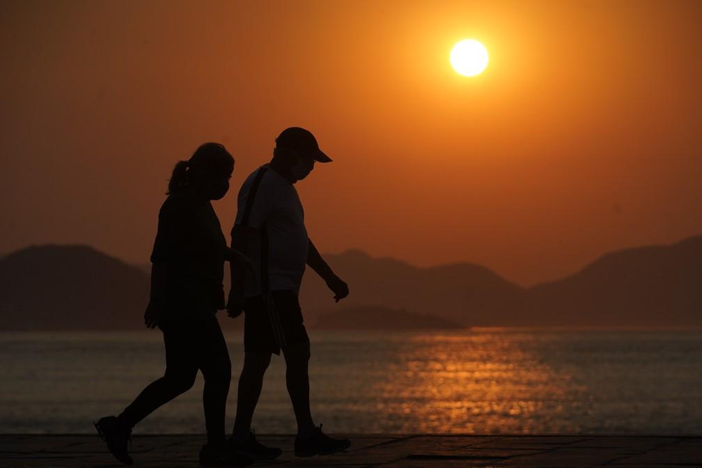 Nascer do sol na Praia Vermelha, Zona Sul do Rio — Foto: Marcos Serra Lima/G1