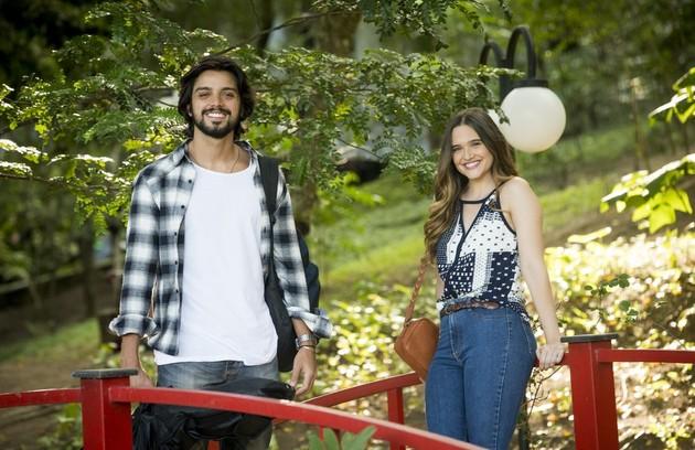 Rodrigo Simas entrará na novela como Alejandro, amigo de infância de Luna. Ele decidirá deixar de lado os planos de se dedicar à carreira musical para investigar o paradeiro da moça em São Paulo (Foto: TV Globo)