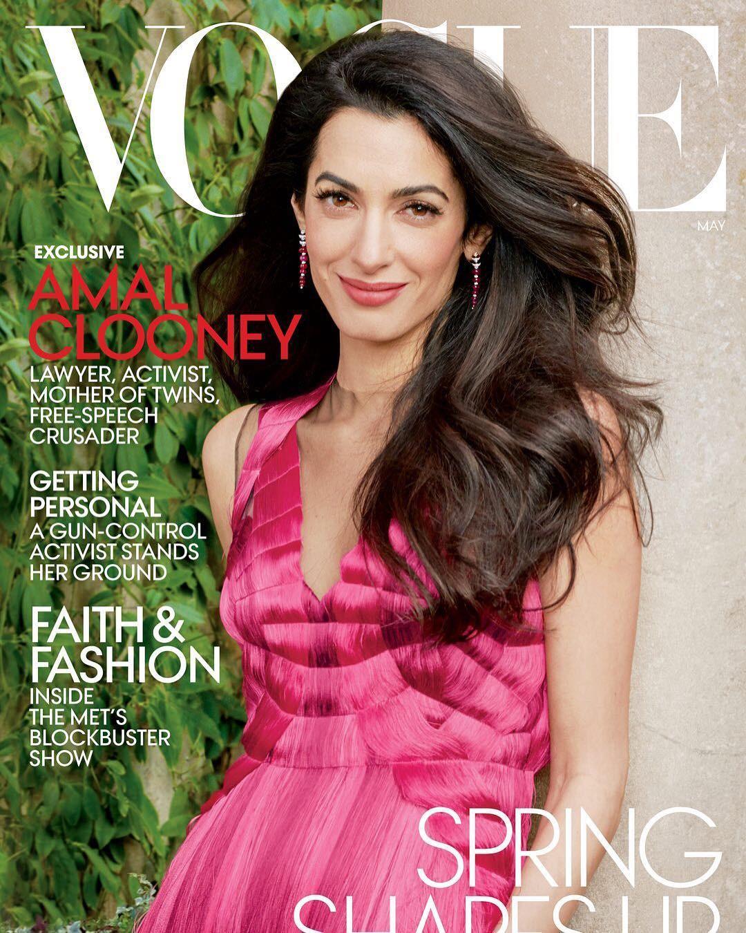 Amal Clooney estampa a capa da Vogue America de maio (Foto: ANNIE LEIBOVITZ)