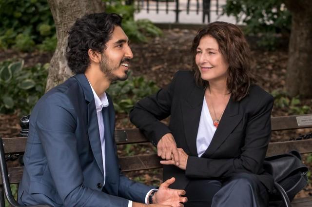Catherine Keener e Dev Patel em 'Modern love' (Foto: Giovanni Rufino/Amazon Studios)