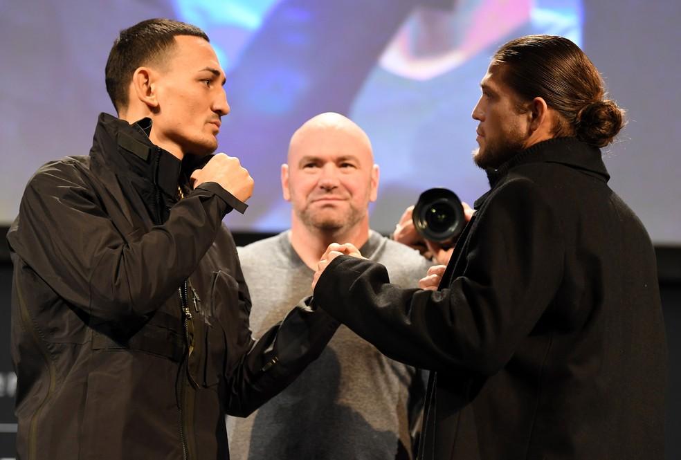 Max Holloway e Brian Ortega fizeram uma encarada respeitosa após a coletiva do UFC 231 — Foto: Getty Images