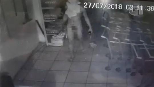 Câmeras flagram homem nu durante furto em supermercado no Piauí