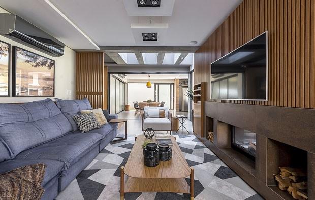 Uma casa com desenho minimalista e texturas rústicas (Foto: divulgação)