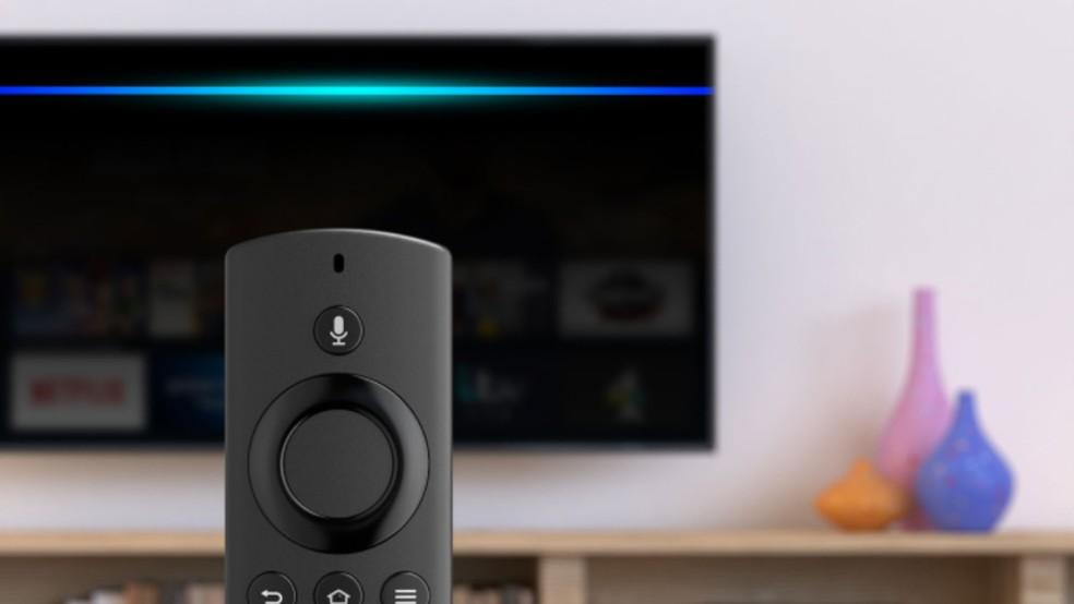 Controle remoto do Fire TV Stick Lite tem microfone para acionar a Alexa — Foto: Divulgação/Amazon