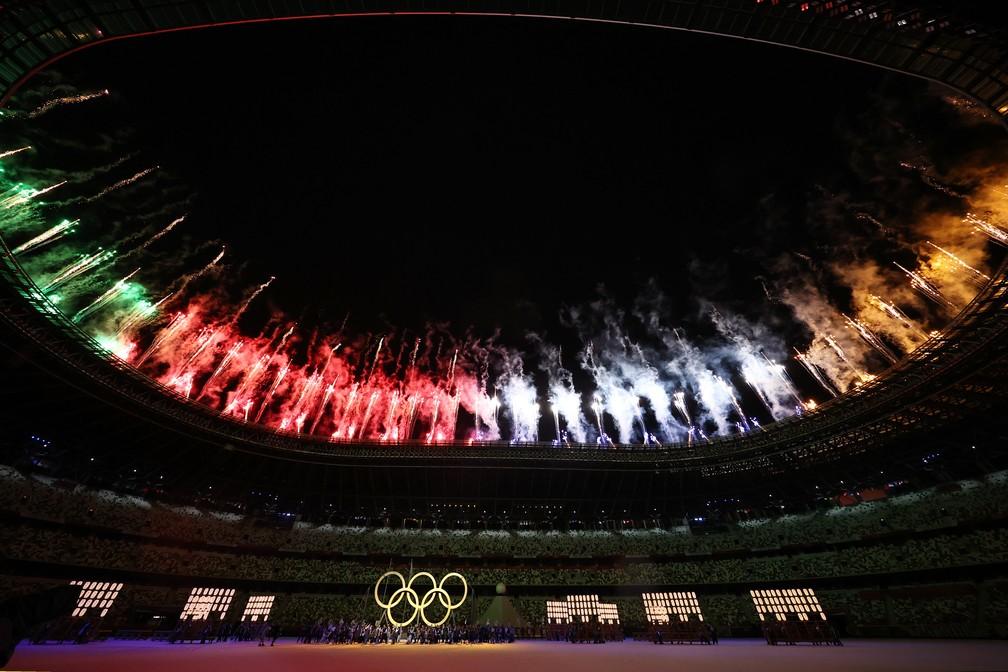 Fogos de artifício são lançados durante a cerimônia de abertura dos Jogos Olímpicos de Tóquio, no Japão — Foto: Stefan Wermuth/Reuters