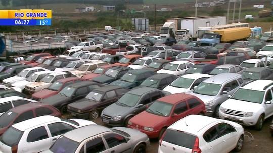 Detran realiza leilão de veículos e sucatas em Erechim