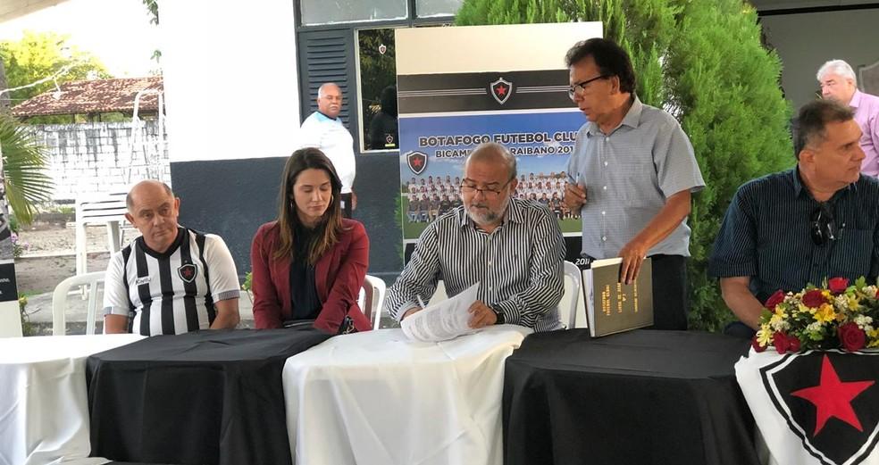 Sérgio Meira toma posse como novo presidente do Botafogo-PB