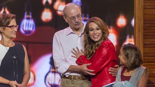 Mariana Ximenes se surpreende com homenagem da família