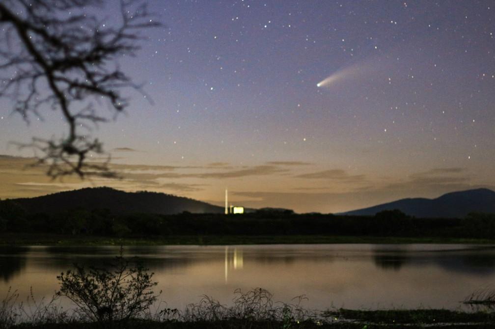 Cometa foi descoberto no final de março pelo satélite Neowise da agência espacial americana (Nasa). — Foto: Lauriston Trindade